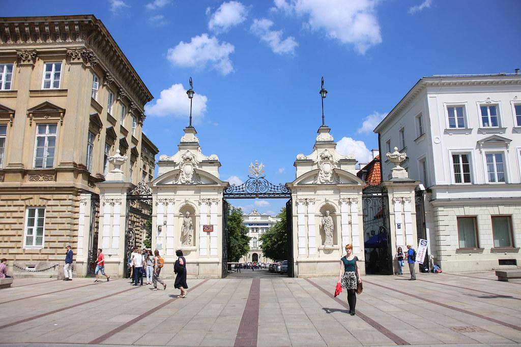 Varşova Üniversitesi Girişi